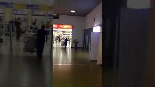 preview picture of video 'Viru viru aeropuerto international de Bolivia Sala de embarque.'