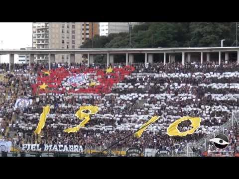Mosaico da torcida do Corinthians forma a bandeira do estado de São Paulo