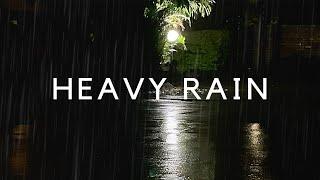 SCHWERER REGEN NACHTS (DUNKELER Bildschirm) Nachts klingt starker Regen für 10 Stunden Schlaf.