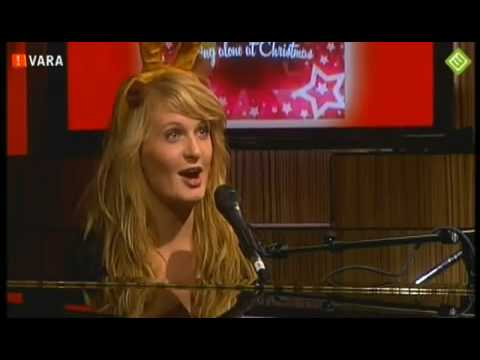 Being Alone At Christmas - Sanne Hans (Miss Montreal) live bij dwdd