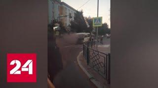 Полицейские в Улан-Удэ спасли пассажиров загоревшегося микроавтобуса - Россия 24