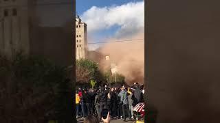 Часть Харькова окутала оранжевая пыль — взорвали элеватор. Видео