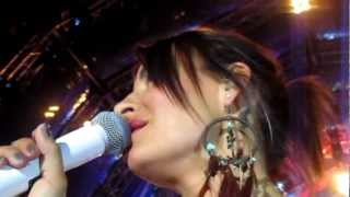 Sarah Connor performs SKIN ON SKIN / live Bad Bergzabern / Fans singing