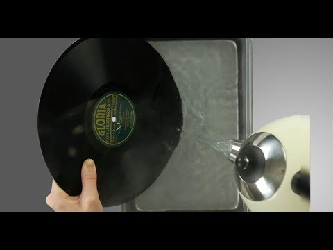 Sie übergießt Schallplatten mit heißem Wasser! Geniale Ideen.