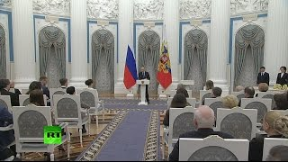 Путин вручает премии молодым деятелям искусства