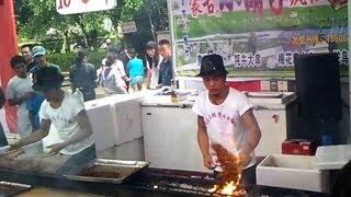 preview picture of video '【中国節日】おまつりの屋台  Crazy barbecue dancing,China'