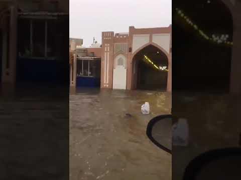بالفيديو .. غرق سوق مطرح التاريخي بمسقط