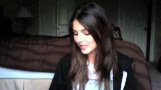 Виктория Джастис, Victoria Justice Answers Twitter Questions