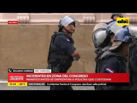 manifestantes se enfrentan a la policía