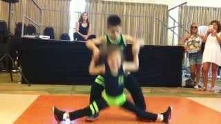Смотреть онлайн Маленькие дети классно танцуют сальсу