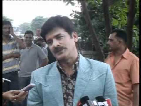 Khichdi - The Movie Cast interview outside SRK's house