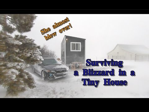Surviving A Bomb Cyclone in a Tiny House (Life of Lind ep.8)