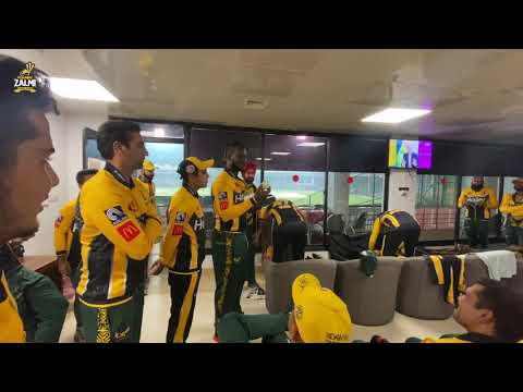 Emerging Fast Bowler Muhammad Imran receives signed ball from Coach Daren Sammy | PSL 6