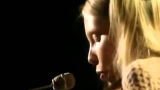 Joni Mitchell - Big Yellow Taxi (In Concert on BBC, 1970)