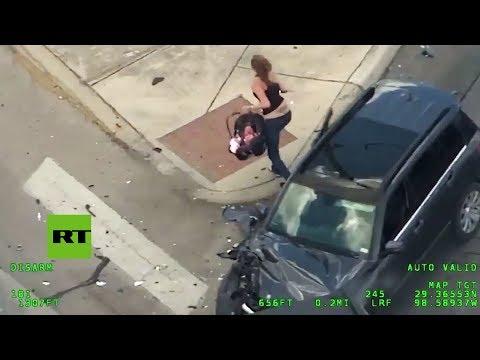 Mujer con bebé choca su auto cuando huía de la Policía e intenta robar otro vehículo