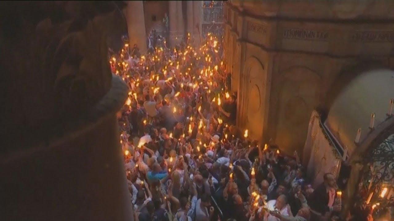 Με λαμπρότητα πραγματοποιήθηκε στα Ιεροσόλυμα η τελετή αφής του Αγίου Φωτός