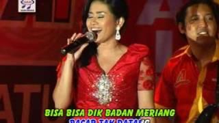 Ikke Nurjanah - Padang Rembulan ( Official Music Video )