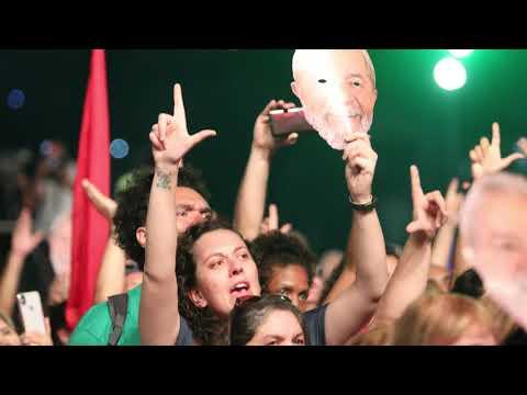 80 mil pessoas cantam juntas pela liberdade de Lula