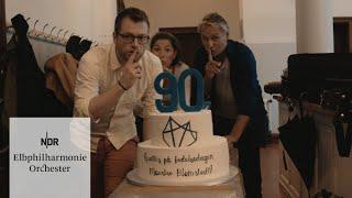 Überraschung zu Blomstedts 90. Geburtstag | NDR Elbphilharmonie Orchester