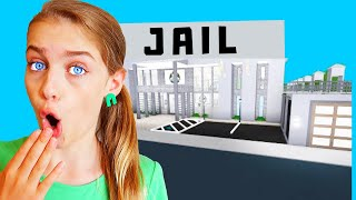 WHO CAN BUILD THE BEST JAIL? You'll never guess who wins! Bloxburg Gaming w/ The Norris Nuts