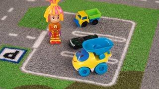 Поиграйка с Егором - Играем в машинки LEGO с Симкой - фиксики