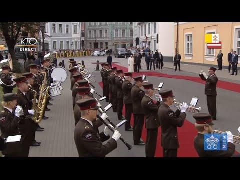 Cérémonie de bienvenue du pape François en Lettonie