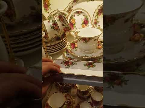 ROYAL ALBERT  CHINA : OLD COUNTRY ROSES