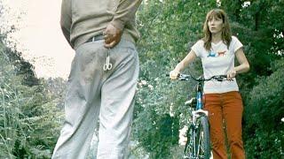 男子意外穿越时空,为了引开另一个自己,竟将美女扒光扔到树林!