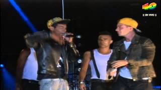 J Balvin improvisa en el escenario con un invitado en el Evento 40 17 noviembre 2012