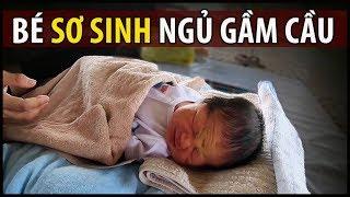 Chuyện bất ngờ khi thấy em bé sơ sinh 6 ngày tuổi nằm ngủ co ro dưới gầm cầu | QUỐC CHIẾN Channel