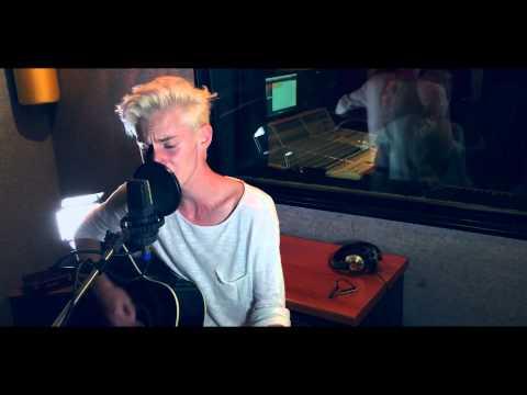Adoro One Time, è stata la canzone con cui ho scoperto Justin  Bieber. Spero che la cover vi piaccia, se si lasciate un LIKE e un commento.  Seguimi sui Social:  Facebook: https://www.facebook.com/lucachikovaniofficial  Twitter: https://twitter.com/lucachikovani  Instagram: https://www.instagram.com/lucachikovani  Snapchat: lucachikovani  Per info eventi e collaborazioni commerciali scrivete a luca.chikovani@show-reel.it