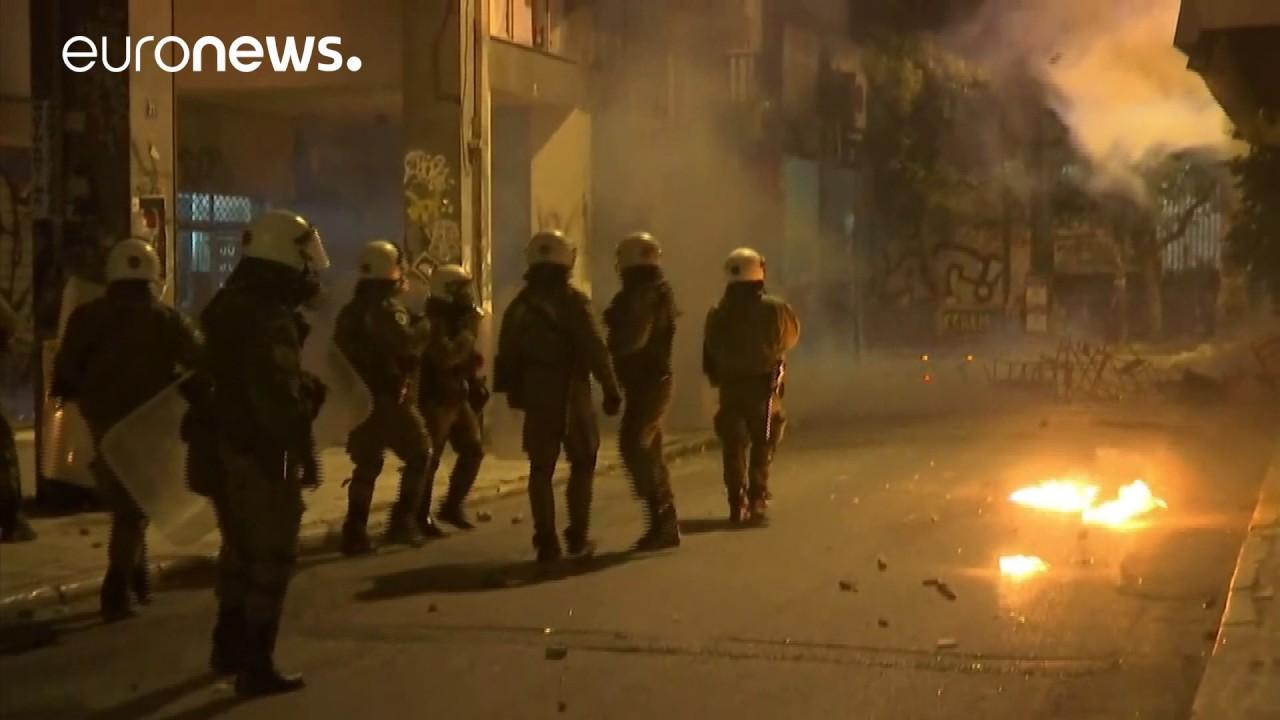 Ελλάδα: Δακρυγόνα και μολότοφ στο κέντρο της Αθήνας