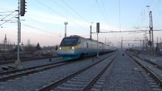 EJ 680.005 (první do Košic) jako vlak SC 501 SC Pendolino v dopravní zácpě