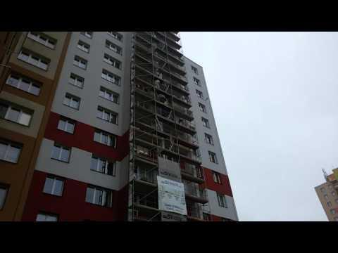 Čerpání betonu do 13.NP pumpou Putzmeister Concreteboy