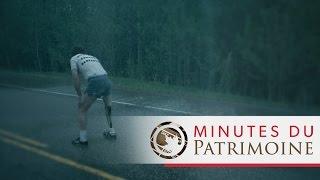 Encejour 1980 Terry Fox trempe sa jambe artificielle dans lAtlantique et débuta
