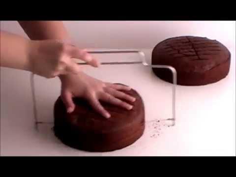 Curso online tartas bordes perfectos. Clase 1: Corte de bizcocho con lira