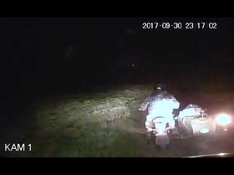 Погоня полиции за деревенским байкером на мотоцикле с коляской