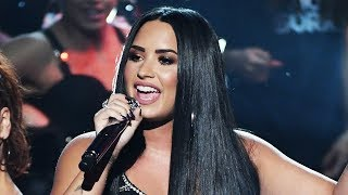"""Demi Lovato BLASTS Haters & Trolls With """"Sorry Not Sorry"""" Performance At 2017 AMAs"""