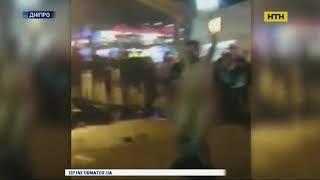 Чоловік зняв шорти і почав танцювати голяка у Дніпрі