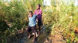 preview picture of video 'Manual waterpump in Kasungu, Malawi'
