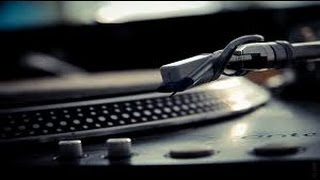 http://Maschinemasters.com In this maschine tutorial we explain how to use a turntable with maschine to sample from vinyl records. Please join us at maschine...