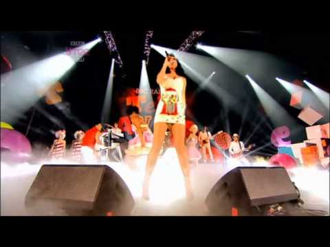 Katy Perry crying, Firework