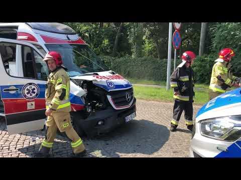 Wideo1: Wypadek z udziałem karetki pogotowia w Lesznie