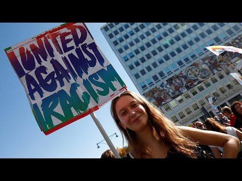 Ογκώδης διαδήλωση κατά του ρατσισμού στο Βερολίνο