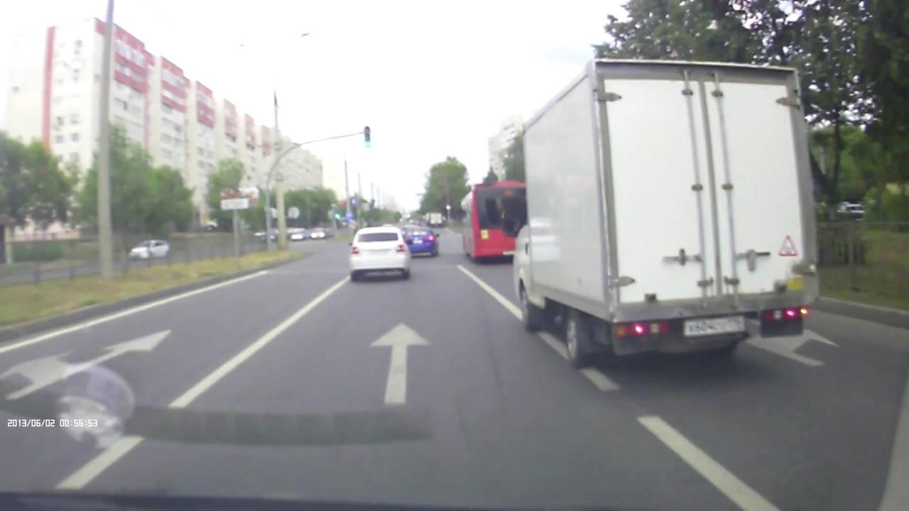 Обогнал и  подрезал автобус водитель Chevrolet в Казани