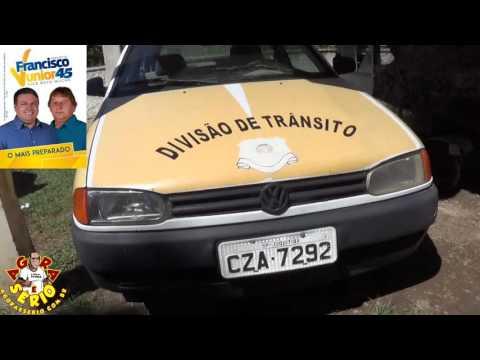 No horário da saída dos alunos das escolas os carros da divisão de Trânsito ficam parados na Secretaria de Meio Ambiente do Governo Francisco Junior