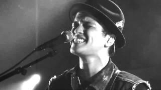 Bruno Mars Grenade Live Au Nouveau Casino Trad. FR + PT