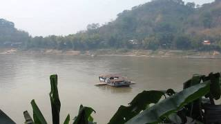 2015-03-06 Ferry crossing the Mekong, Luang Prabang