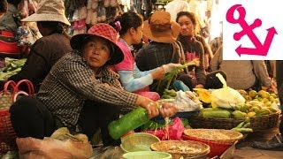 preview picture of video '[FULL HD] Now That's a REAL Market: Old Market in Siem Reap in Cambodia'