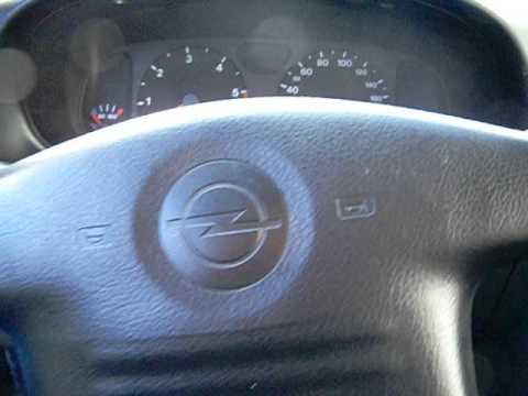 Der Motor audi 100 1.9 Benzin